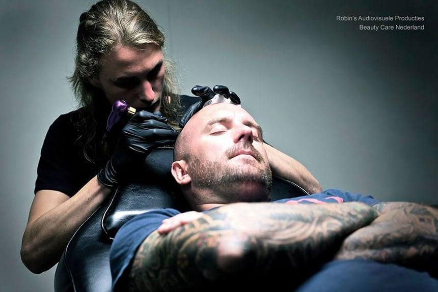 MHP behandeling van Dean Saunders door Jeffrey Heemskerk van Beauty Care Nederland (BCN)